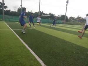 Inox FC ( áo xanh ) sẽ gặp Liên minh Inox ở trận bán kết đầu tiên.
